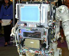 """""""ランドセル""""上部の青白いカバーの部分にコンピューター、側面に冷却ファンが4つ付く下部に電源。ランドセル右上の黒い棒状のものが、無線のアンテナ"""
