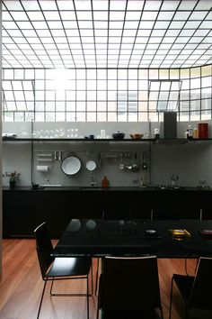 Industrial Loft with casement windows, and look at the ceiling treatment, love that it opens up the space with incorporation of the grid in the ceiling. Must try this design design Loft Estilo Industrial, Industrial Living, Industrial Bathroom, Industrial Office, Modern Industrial, Vintage Industrial, Industrial Design, Industrial Industry, Industrial Wallpaper