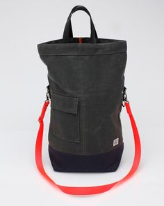 Chester Wallace Bag In Evergreen. Find out more here: http://needsupply.com/mens/accessories/chester-wallace-bag.html