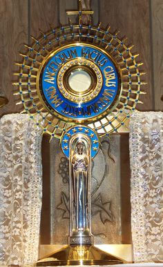 Handmaids of the Precious Blood, Cor Jesu Monastery - Adoration: Awesome Monstrance.