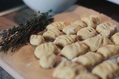 Selbstgemachte Kürbis-Gnocchi mit Thymian Butter für die ganze Familie.