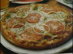 Receita de Pizzaiola - Massa:, 2 gemas, 1 colher de (chá) de sal, 1/2 xícara de queijo ralado (50g), 8 colheres de (sopa) de óleo, 3/4 de xícara (chá) de leite., 1 xícara de (chá) de amido de milho., 1 xícara de (chá) de farinha de trigo., 2 colheres de (chá) de fermento em pó