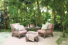 Traumhaft schöne Outdoor Teppiche von Dash & Albert, verschönern Outdoor-Flächen im Handumdrehen und machen sie zum Wohnzimmer im Freien. Es gibt über 82 Modelle in jeweils 5-8 Größen. Ein toller Tipp um Balkone und Terrassen einen neuen Look zu verschaffen.