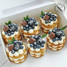 😋 ⠀ ⠀ Stay with 👉👉 to joy amazing desserts🍩🍰😋 ⠀ ⠀ Credits by ⠀ ⠀ Tag… Mini Desserts, Hawaiian Desserts, Mini Dessert Cups, Mini Dessert Recipes, Gourmet Desserts, Strawberry Desserts, Plated Desserts, Mini Cakes, Cupcake Cakes