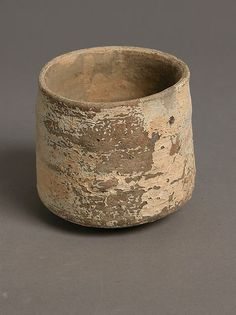 Cup Coptic, Made in Kharga Oasis, Byzantine Egypt, 4th–7th century Earthenware, 7.2 x 8.1 cm Met, 25.10.20.169