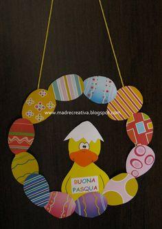 Pasqua: ghirlanda con uova e papero