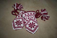 - with love: Babyvotter med mønsterstrikk Baby Barn, Mittens, Christmas Ornaments, Knitting, Holiday Decor, Crafts, Image, Fingerless Mitts, Manualidades