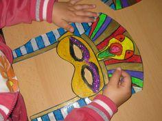 como construir una piramide para niños - Cerca amb Google Diy And Crafts, Crafts For Kids, Arts And Crafts, Ancient Egypt Activities, Egypt Art, Classical Education, International Day, Ancient Art, Beach Mat