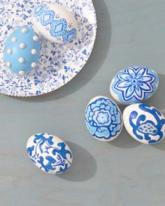 Easter Egg Ideas: The delicate prints associated with blue and white porcelain were historically done by hand. So were these beauties.