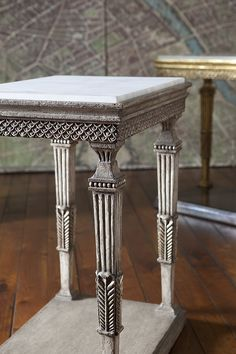 Paint Furniture, Luxury Furniture, Furniture Design, Dinning Table, A Table, Console Table, Antique Chinese Furniture, Ethnic Home Decor, Center Table
