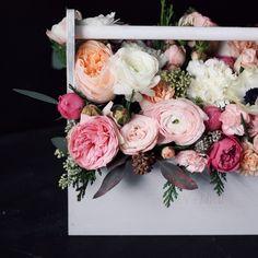 Все наши букеты индивидуальны и сделаны, учитывая ваши пожелания. Мы оставляем за собой авторское право определять конечный состав букета, учитывая сезонность цветов, но обещаем, что букет останется таким же стильным и неповторимым.
