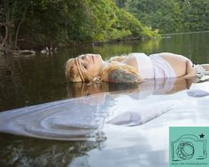 Mermaid mama. Maternity photography in the water. www.erinlynphotogrpahy.com