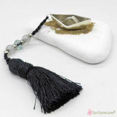 Γούρι με επάργυρη μεταλλική βάρκα σε λευκή πέτρα Tassel Necklace, Stone, Jewelry, Rock, Jewlery, Jewerly, Schmuck, Stones, Jewels