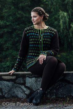 Grønn Rutekofte Photo: Gitte Paulsbo design: Sidsel J.no Fair Isle Knitting, Color Pallets, Free Pattern, Knitting Sweaters, Knits, Clothes, Patterns, Colors, Dresses