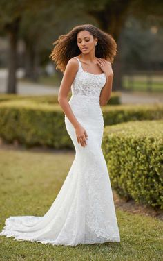 This lace wedding dress from Martina Liana is a dream come true! ☁️ Beautiful lace details and luxurious fabric. Repin This Look to your dream wedding dress board!💕// www.martinaliana.com Wedding Dress Pictures, Dream Wedding Dresses, Designer Wedding Dresses, Bridal Dresses, Square Wedding Dress, Wedding Gowns, Hawaiian Wedding Dresses, Wedding Dress Lace Top, Simple Elegant Wedding Dress