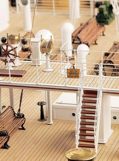 Every feature of Titanic—staircases, lifeboats, deck chairs, rivets—was replicated in miniature. Titanic Model, Rms Titanic, Titanic Photos, Balsa Wood Models, The Ultimate Gift, Deck Chairs, Cool Inventions, Model Ships, Model Building