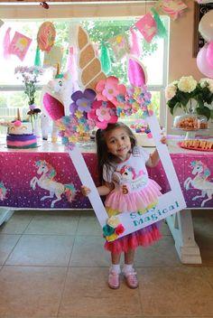 Marco vertical para las fotos de tu celebración de unicornio Diy Unicorn Party, Unicorn Decorations Party, Diy Unicorn Cake, Unicorn Themed Birthday Party, My Little Pony Birthday Party, 3rd Birthday Parties, 9th Birthday, Birthday Ideas, Pony Party