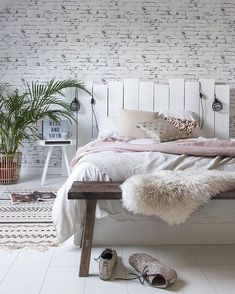 Minimalist Bedroom Design Ideas For Modern Home Decor On a budget - Less is more might sound like a vapid expression. However with the minimalist design trend, that's the spirit of this philosophy of design small bedroom. Cozy Bedroom, Bedroom Inspo, Bedroom Decor, White Bedroom, Bedroom Ideas, Headboard Ideas, Brick Bedroom, Bedroom Rustic, Bedroom Simple