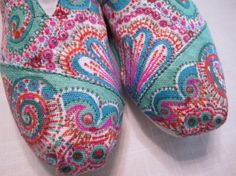decorating toms with sharpie markers