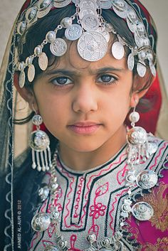 Beautiful Omani girl - what amazing eyes!