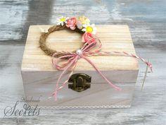 Προσκλητήριο με μπομπονιέρα ξύλινο κουτί για κορίτσια, annassecret, Χειροποιητες μπομπονιερες γαμου, Χειροποιητες μπομπονιερες βαπτισης Gift Wrapping, Gifts, Decor, Gift Wrapping Paper, Presents, Decoration, Wrapping Gifts, Favors, Decorating
