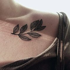 tattoo and leaves afbeelding