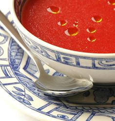 Gazpacho with watermelon by Ferrán Adriá No Salt Recipes, My Recipes, Favorite Recipes, Drink Recipes, Easy Clean Eating Recipes, Healthy Soup Recipes, Shrimp Recipes For Dinner, Dinner Recipes For Kids, Gazpacho