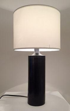 Lampe en céramique noire Georges Jouve France, c. 1950 H : 22 cm ; Diamètre : 7 cm Prix sur demande