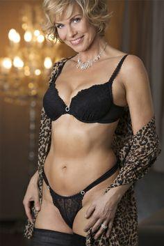 Close Models - Model Gallery of Female Models from the Leading UK Model Agency in London - Model Card for Daniela Franke