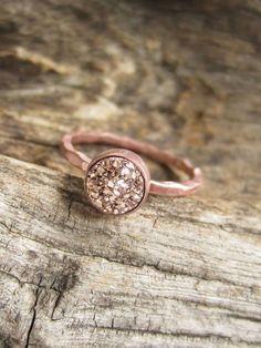 Kleine Rose Gold Druzy Ring Titan konkaver Quarz von julianneblumlo