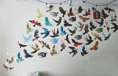 Decoração de parede com moldes de papel de revista