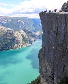Um alle sehenswerten Orte in Europa einmal zu sehen, würde ein Leben vermutlich nicht ausreichen. Diese Orte gehören jedoch unbedingt auf deine Liste. Us Travel, Places To Travel, Places To Go, Why Do People, Istanbul, Road Trip, Camping, Water, Outdoor