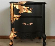diy furniture dresser Crazy for copper! A stunning pair of vintage French Provincial Nightstands/side tables! These vintage beauties have been hand Funky Furniture, Refurbished Furniture, Paint Furniture, Repurposed Furniture, Furniture Makeover, Vintage Furniture, Furniture Design, Furniture Ideas, Gold Leaf Furniture
