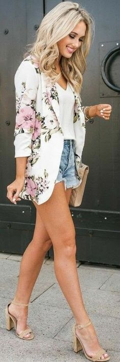 spring fashion 2018 37 Of The Most Popular Spring 2018 Casual Street Styles www. New York Street Style, Street Style Fashion Week, La Fashion Week, Casual Street Style, City Fashion, 80s Fashion, Fashion Art, Vintage Fashion, Short Outfits