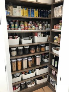 Hermetic Acrylic Canisters - Own Kitchen Pantry Kitchen Pantry Design, Kitchen Pantry Cabinets, Interior Design Living Room, Kitchen Decor, Diy Kitchen, Kitchen Ideas, Kitchen Hacks, Interior Decorating, Decorating Ideas