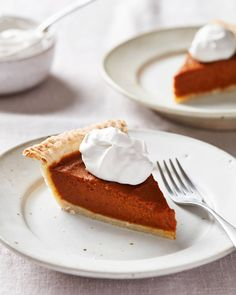 This rich and creamy vegan pumpkin pie features an easy homemade coconut oil pie crust and silky-smooth vegan filling. Vegan Pumpkin Pie, Pumpkin Pie Recipes, Canned Pumpkin, Pumpkin Puree, Coconut Oil Pie Crust, Fun Desserts, Dessert Recipes, Vegan Desserts, Vegan Food