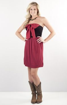 Exclusive NKD7065GTBK is a girlie game day dress that we love! Wear this dress 2 different ways! WIth the bow in the back or the bow in the front- whichever to fit your fancy! The sleek garnet skirt and bow joins the fitted black strapless bust for a comfortable yet chic look! Great for those heated games !