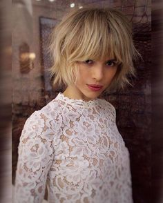 30 chic Bob hairstyles with bangs - Top Trends Short Bobs Haircuts Look Sexy and Charming! Bobbed Hairstyles With Fringe, Short Hair With Bangs, Haircuts With Bangs, Short Hairstyles For Women, Short Hair Cuts, Ladies Hairstyles, Bob Haircuts, Haircut Bob, Layered Haircuts