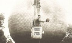 Santos Dumont é homenageado 110 anos após vohttp://oglobo.globo.com/sociedade/santos-dumont-homenageado-110-anos-apos-voo-do-14-bis-19153579#o do 14-Bis - Jornal O Globo