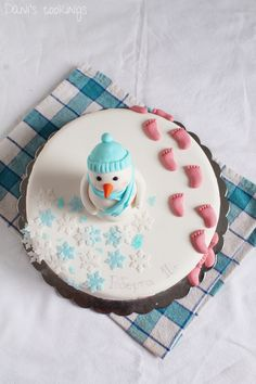layer biscuit cake with snowman fondant topper - daniscookings.com