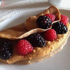 Não resisti vou comer outra  Panqueca feita com farinha integral e chia  Recheio com manteiga de amendoim da @mws.pt e framboesas e amoras  #bomdia #breakfast #morning #pequenoalmoco #alimentacaosaudavel #atitudedeboaforma #saude #viverbem #vidasaudavel #fit #fitness #foco #foconadieta #coisasboa #comerbem #comerlimpo #fitfood #food #healthy #healthyfood #healthychoices  #motivation #inspiration #determination #instafood #instagramfitness ( # @edallacqua )