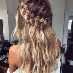 "158 Likes, 3 Comments - Perfect Wedding Magazine (@perfectweddingmag) on Instagram: ""Long hair love @emmachenartistry  #weddinghair #bridalhair #hairideas #weddinginspo…"""