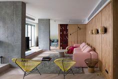 Ten apartament znajduje się na 28. piętrze mieszkalnego wieżowca Kijowie. Do pracowni Olha Wood zgłosiła się córka, która zleciła projektantom aranżację niezwykłego mieszkania dla swojej mamy. Zobaczcie efekty ich pracy!