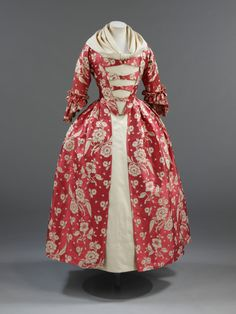 Robe à l'Anglaise 1760s The Victoria & Albert Museum