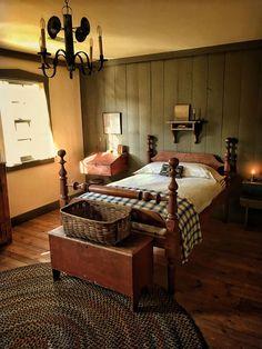 Country Primitive, Primitive Country Bedrooms, Primitive Living Room, Primitive Homes, Country Farmhouse Decor, Farmhouse Style, Bedroom Country, Country Homes, Primitive Kitchen