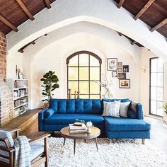 Check out @katedavison's sunny California home remodel with one of our chunky shag rugs! We also have to say that those exposed beams are giving us all of the heart eyes  ( by Colin Price) #rugsusa