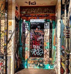 #Berlin #doors #door #portes #porte #puertas #puerta #woodendoor #lugaresdelibro #instagram #instagramers #instadoors #nofilter #greatshot #architecturelovers #architecture #arquitectura #doorsofinstagram #doorsandwindows_greatshots #Germany #alemania #streetart #graffiti #graffitiart #graffity #doors #door #puertas #puerta #portes #porte