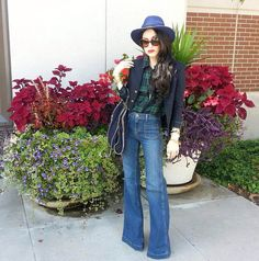 Jessica Pritchanrd Ryan shows us how to do flared denim for Fall. She paired her…