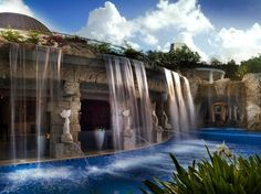 Waterfall Pools at the World's Best Hotels : Condé Nast Traveler