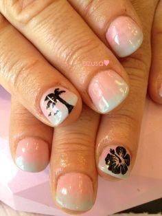 tropical prints on ombre nail #nailart #gel #nail #palmtree #hibiscus